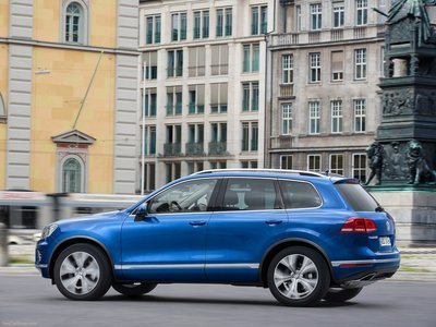 Volkswagen Touareg 2015 poster #1316363